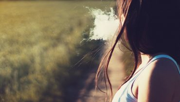 does smoking cause acne
