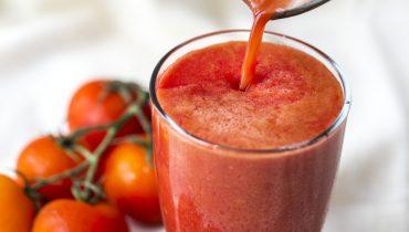 drinking tomato juice for skin whitening