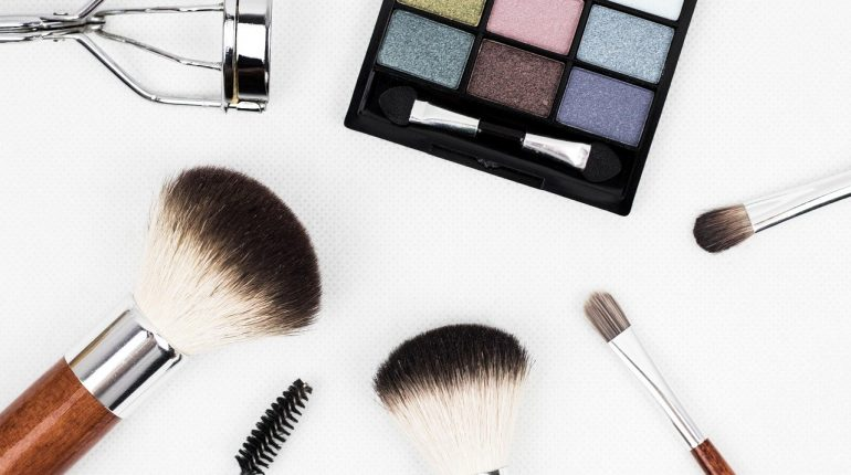 what is a stippling brush used for in makeup