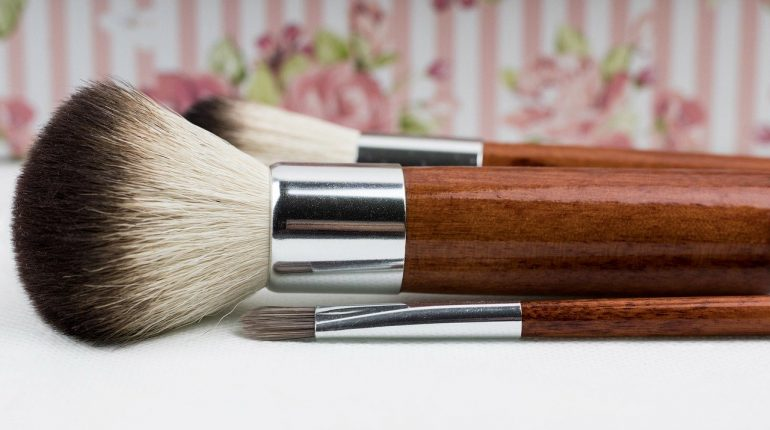 how to dry makeup brushes quickly
