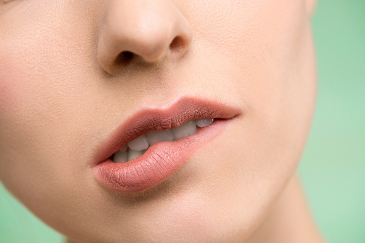 causes of dry chapped lips